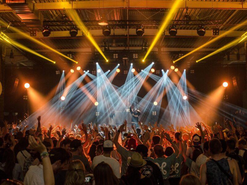 WRSTBND's nieuwe contactloze platform ondersteunt op veilige wijze live concerten en evenementen